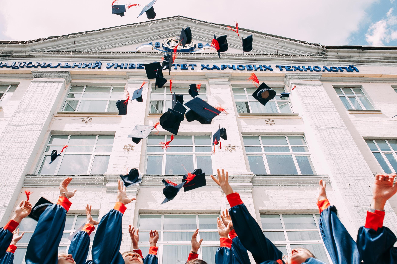 5 Alasan Kenapa Kamu Gak Perlu Minder Saat Kuliah Bukan di Perguruan Tinggi Favorit