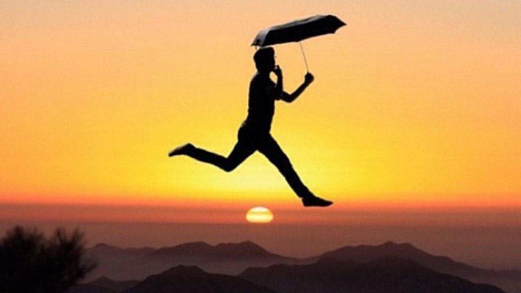 Rayakan Pencapaianmu Sampe di Puncak Gunung Dengan Cara Melompat