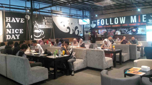Follow Mie Cafe