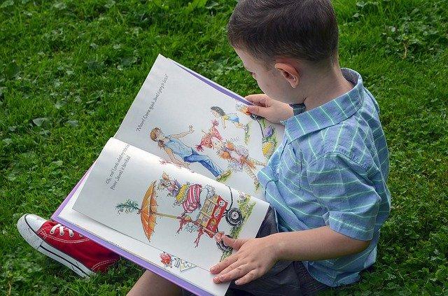 Manfaat Budaya Membaca Buku Sejak Dini